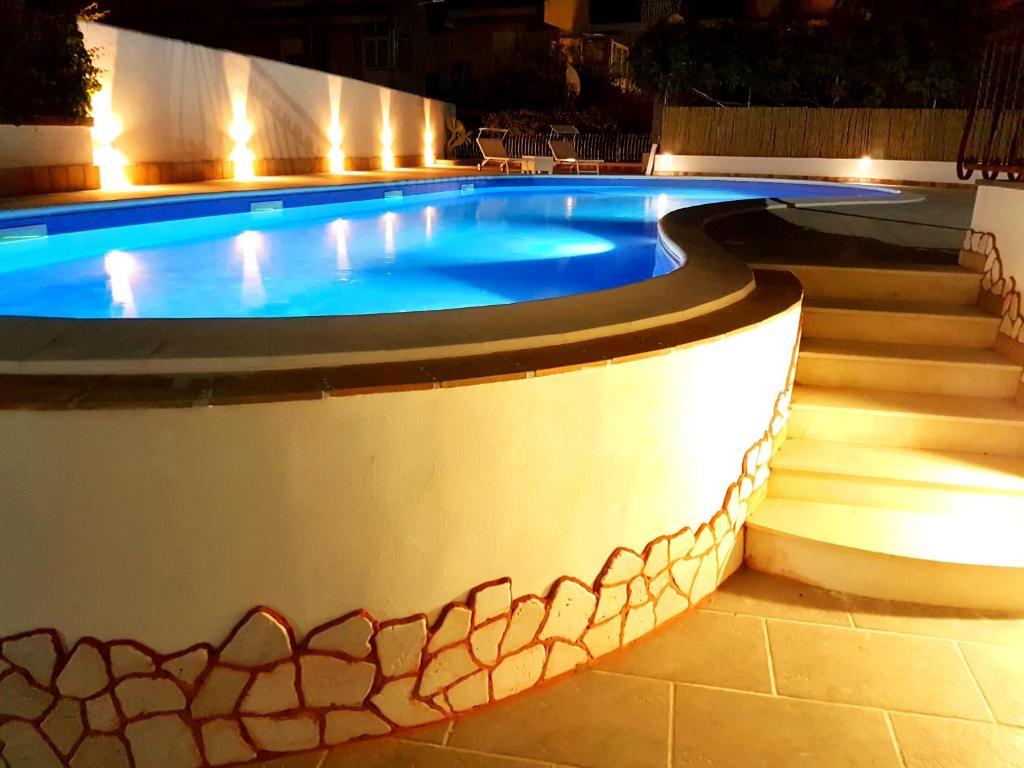 Hotel Alexander tesisinde veya buraya yakın yüzme havuzu