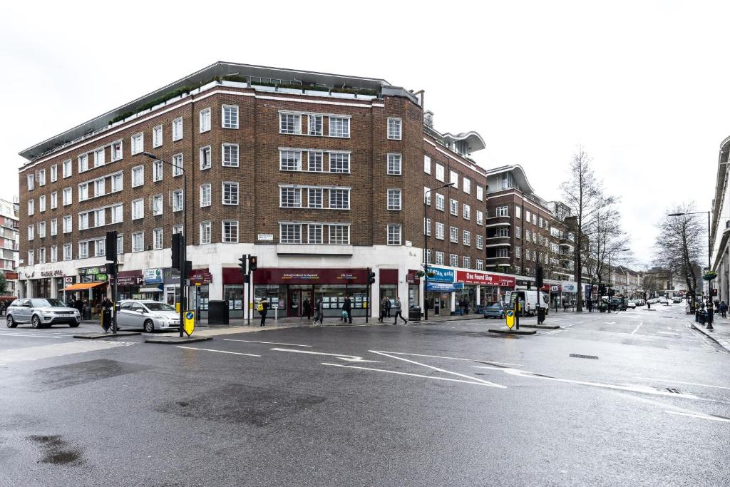 Furnished apartment in bayswater london uk booking gallery image of this property reheart Images