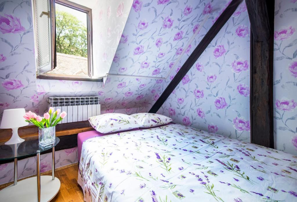 A bed or beds in a room at Hostel Centar