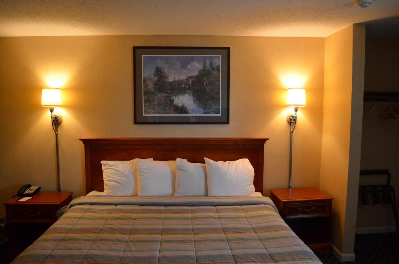 Hyannis Host Inn, MA - Booking.com