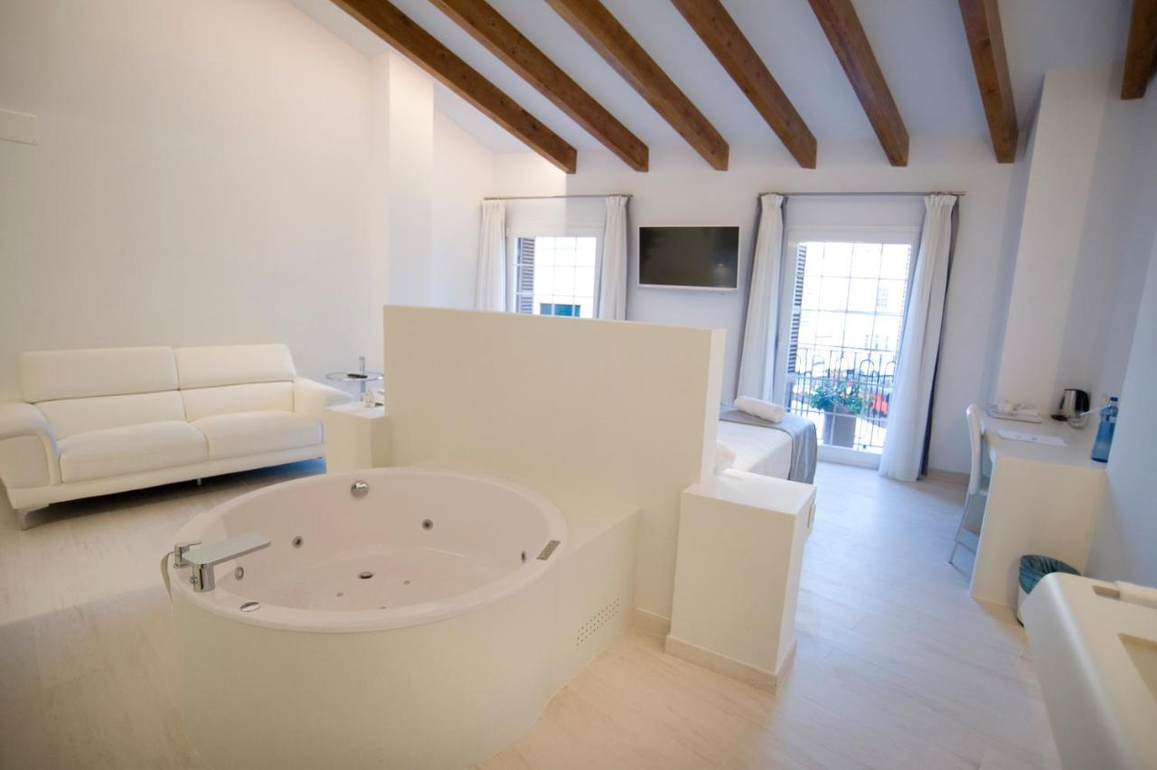 boutique hotels mahon  88