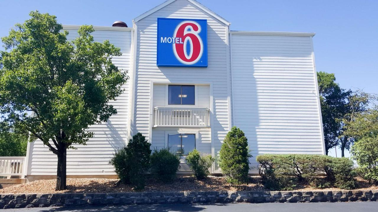 Motel 6 Maryland Heights, MO - Booking.com