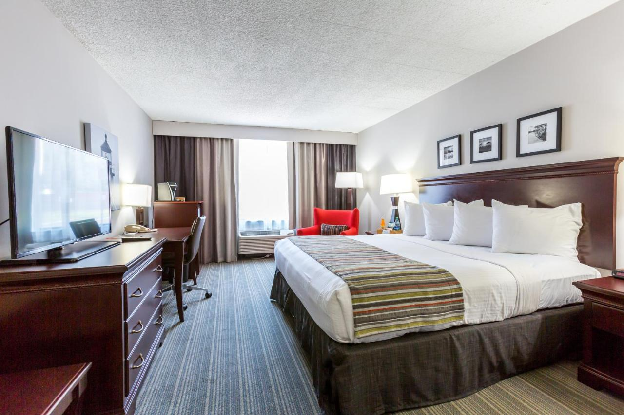 Hotels In Suttons Bay Michigan