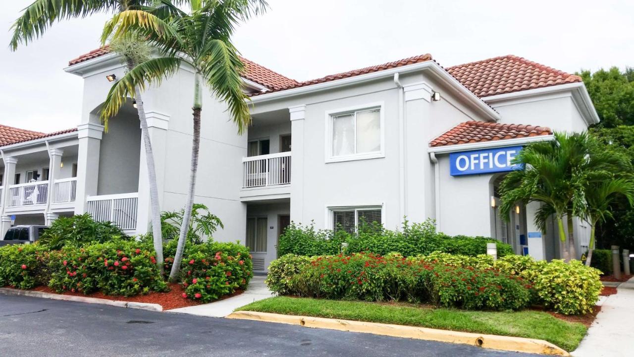 Hotel Studio 6 West Palm Beach, FL - Booking.com