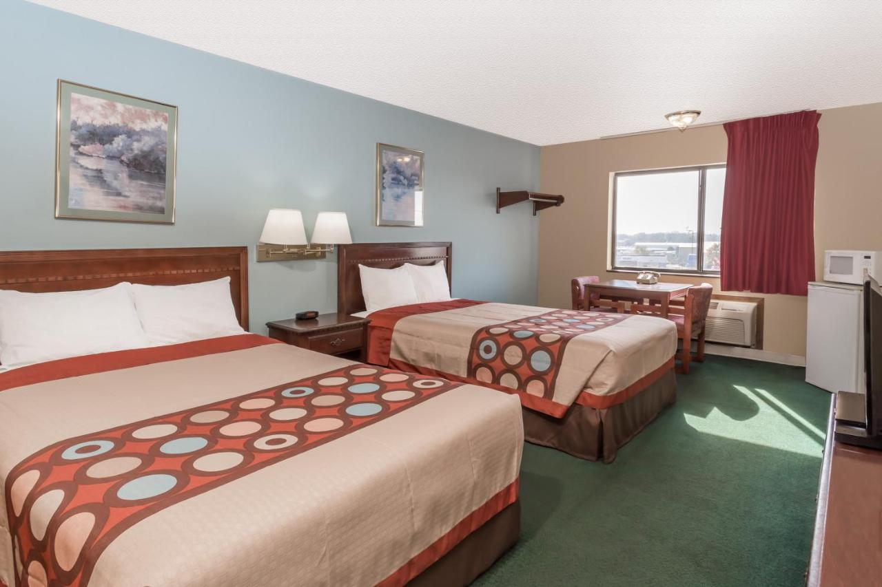 Hotels In Woodstock Illinois