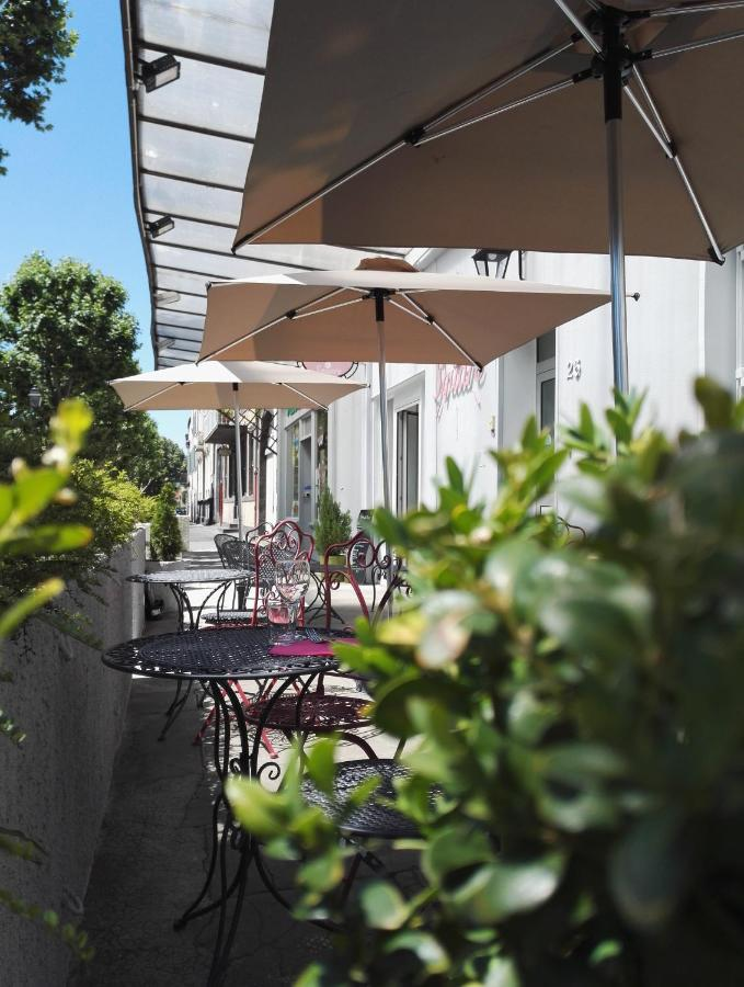 Hotels In Saint-hippolyte Auvergne
