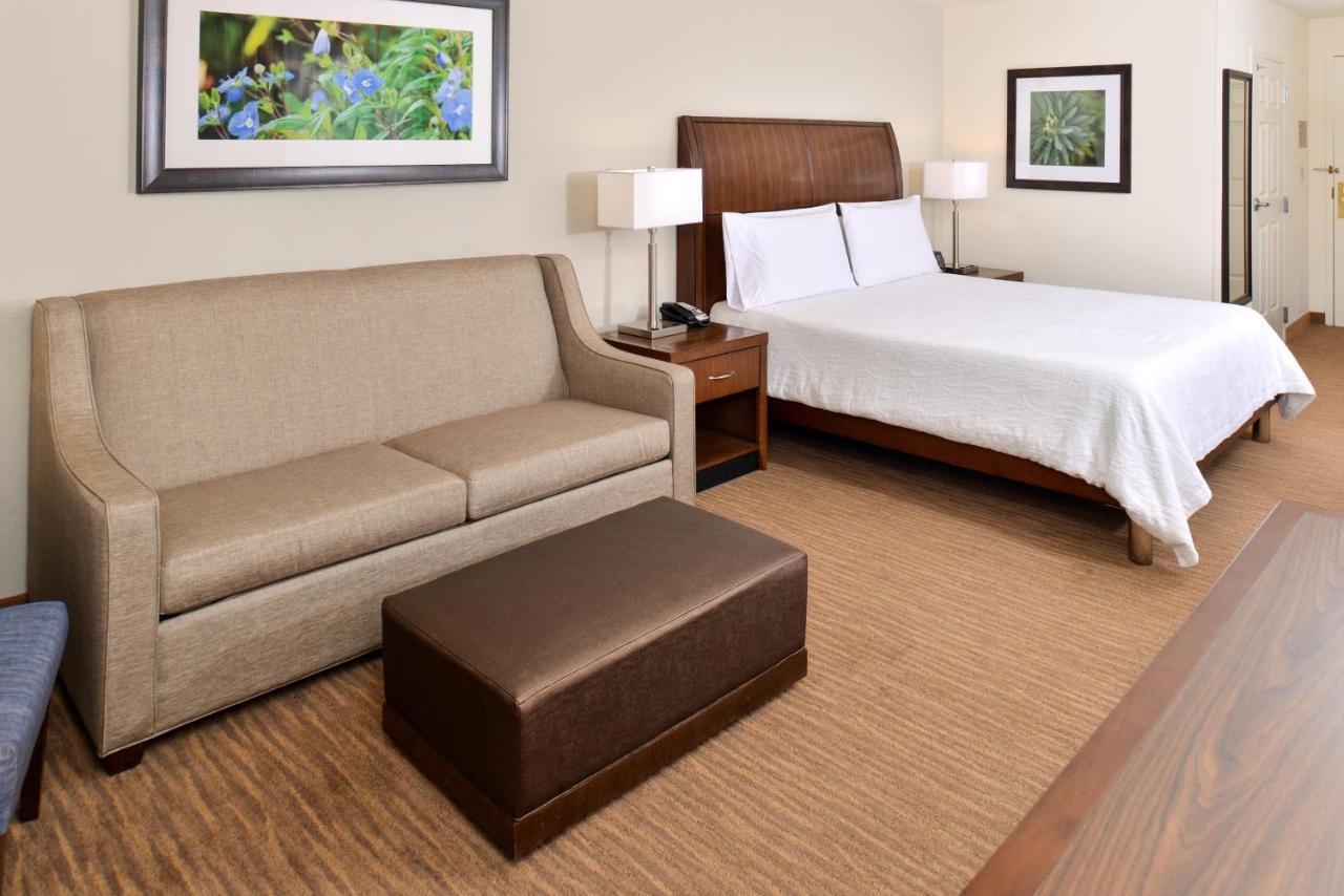 Hilton Garden Inn Addison, TX - Booking.com