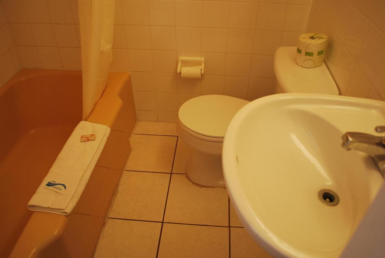 Red Carpet Inn Tonawanda, NY - Booking.com