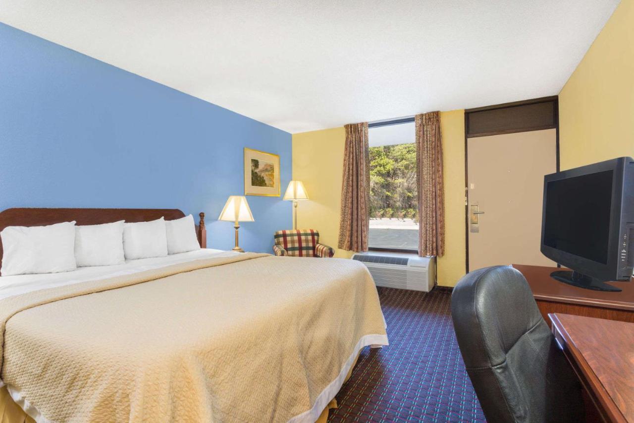 Hotels In Freewood Acres North Carolina