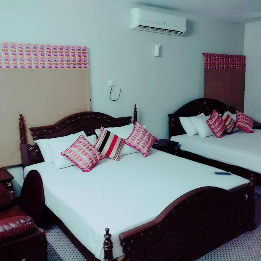 Need room for hookup in karachi