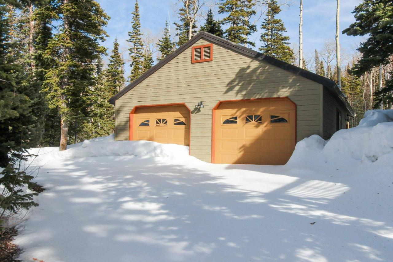 cabins door head the rental brian red w rentals gurr rd well modern cabin retreat upscale