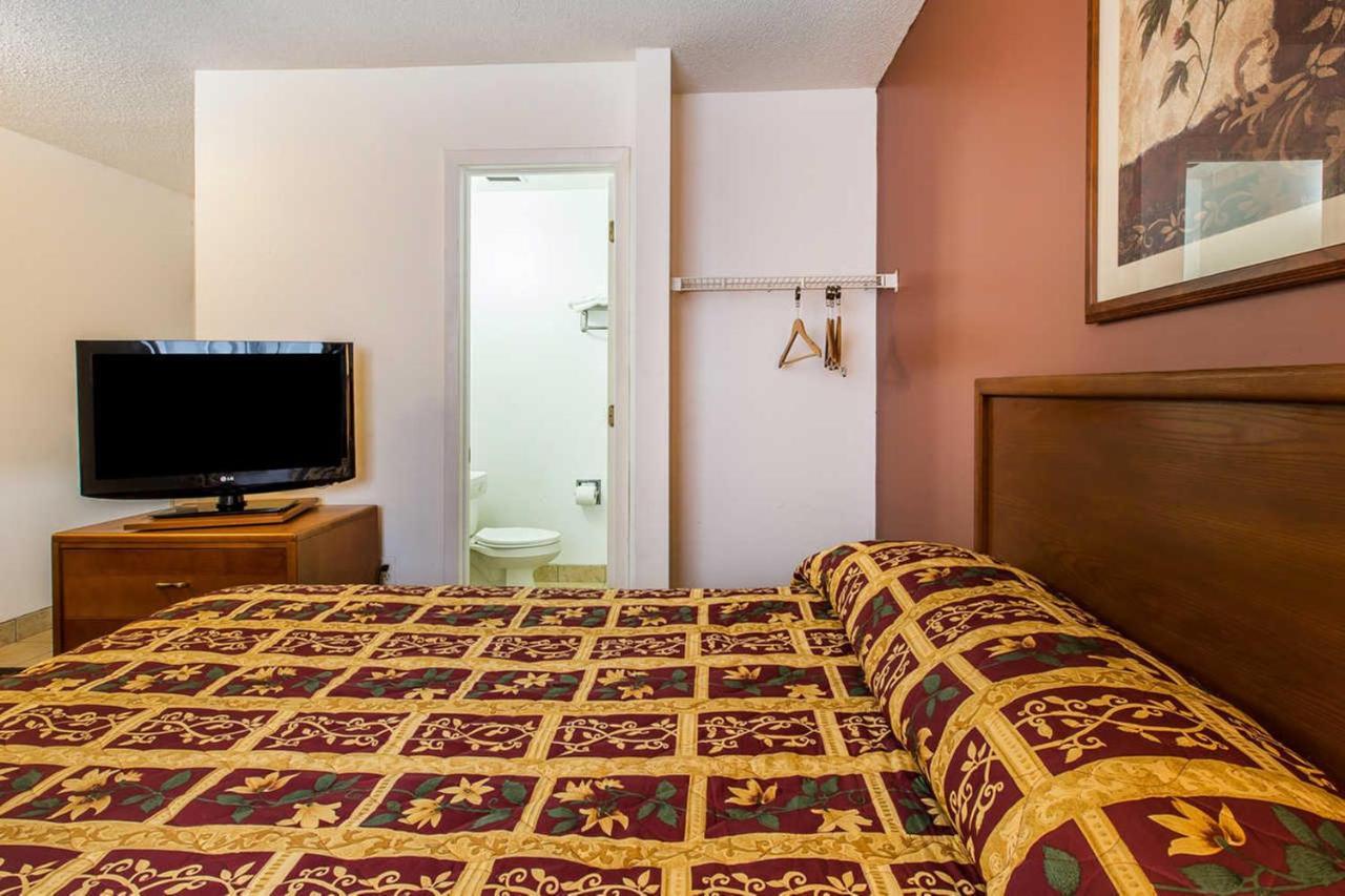Motel Suburban Extended Stay Abercorn, Savannah, GA - Booking.com