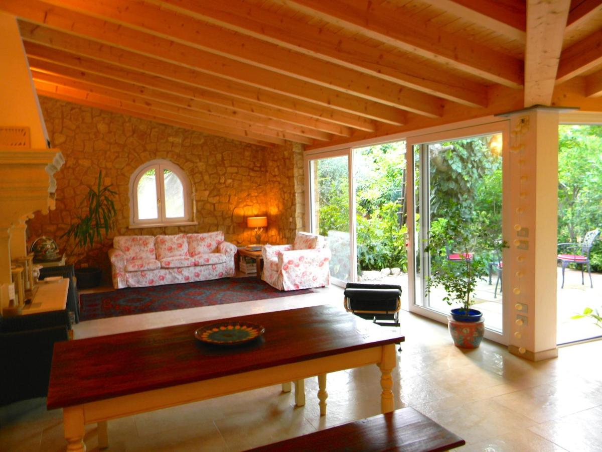Guest Houses In Altissimo Veneto