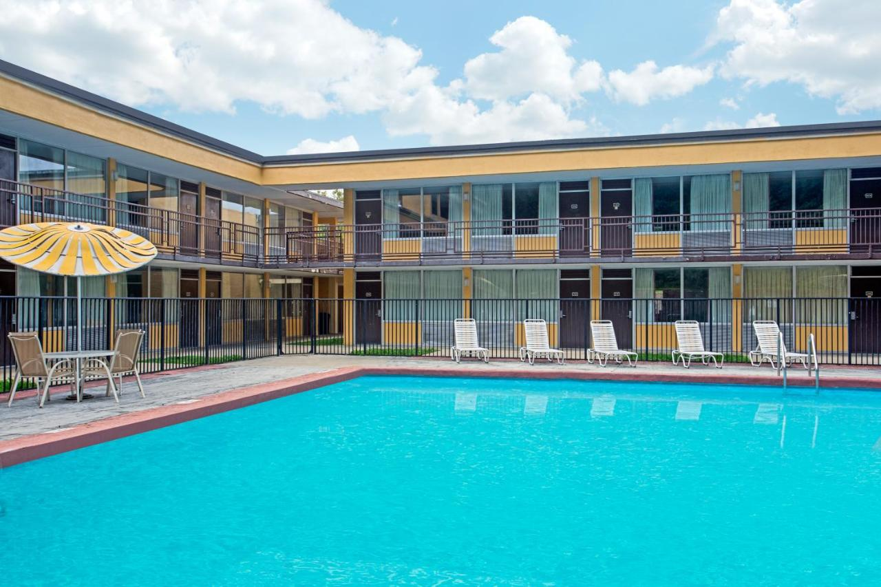 Days Inn Bristol Parkway, TN - Booking.com