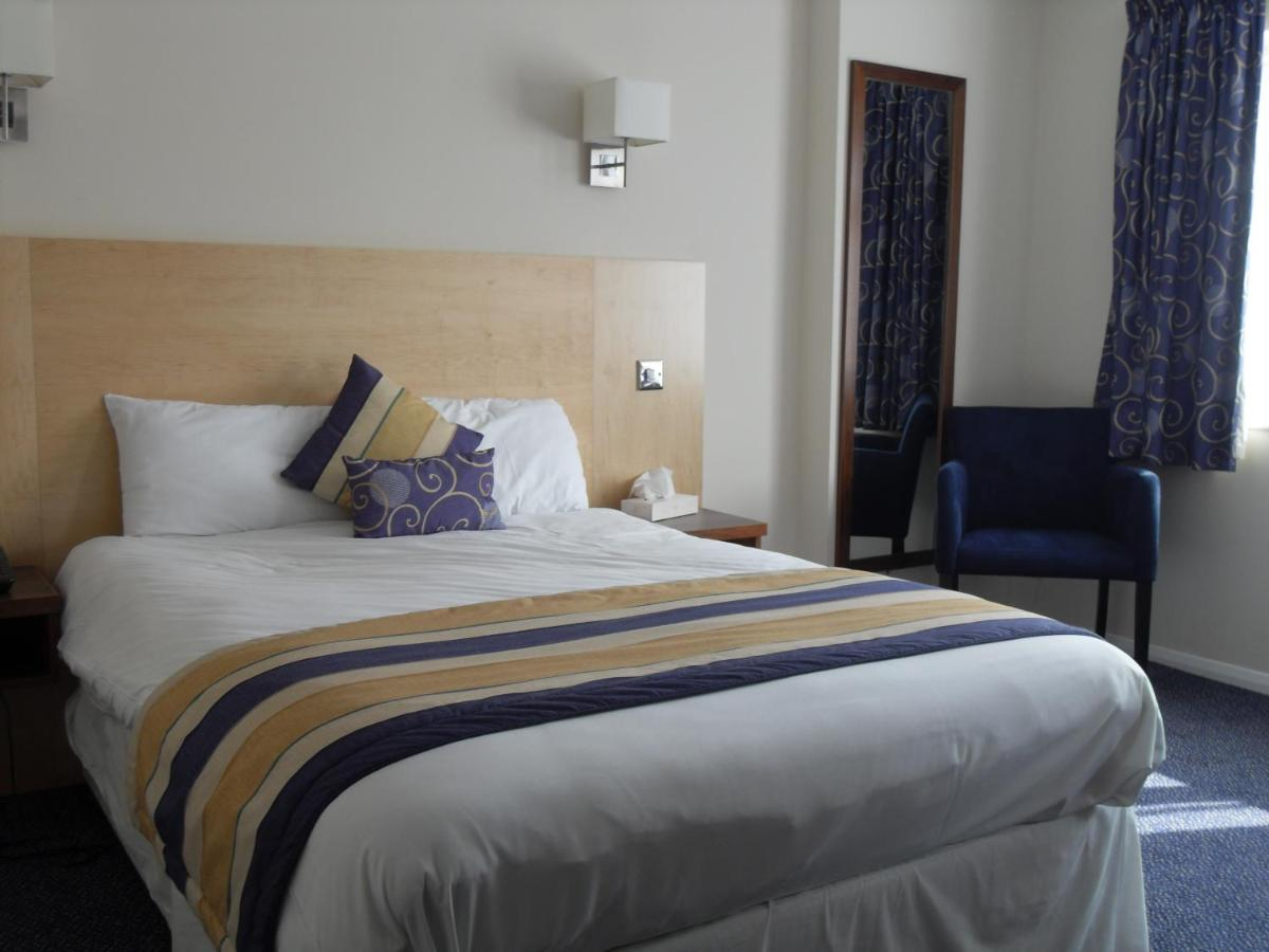 Hotels In Salfords Surrey