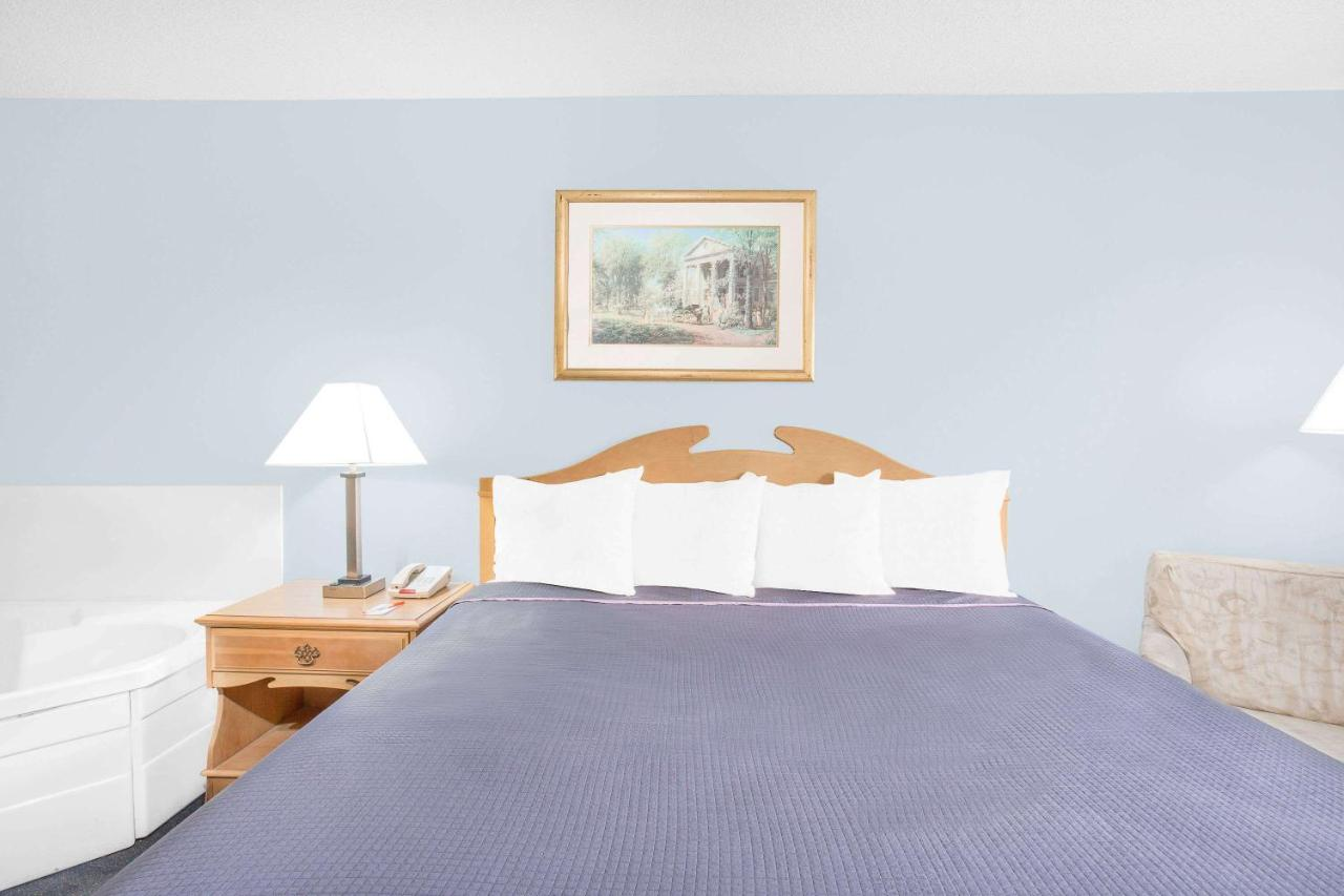 Hotels In Mint Spring Virginia