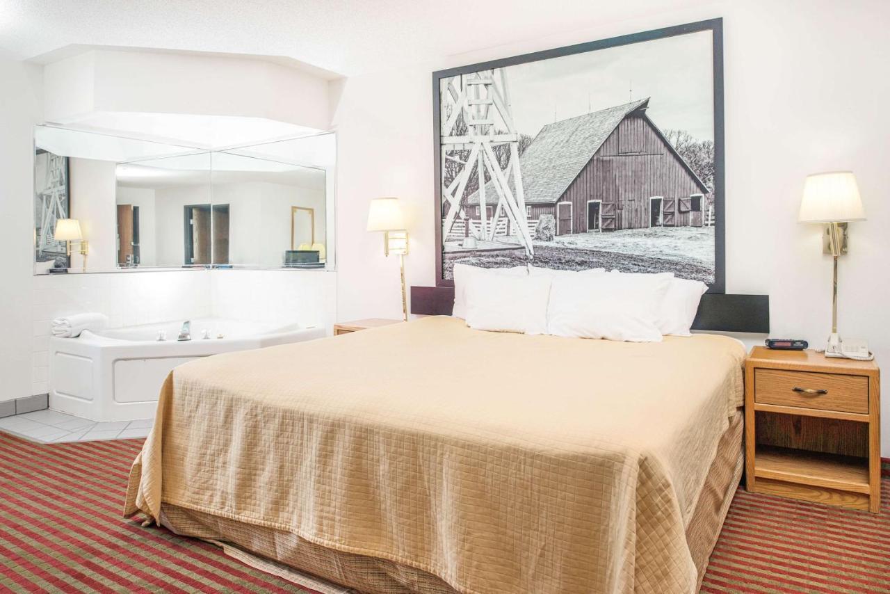Hotels In Percival Iowa
