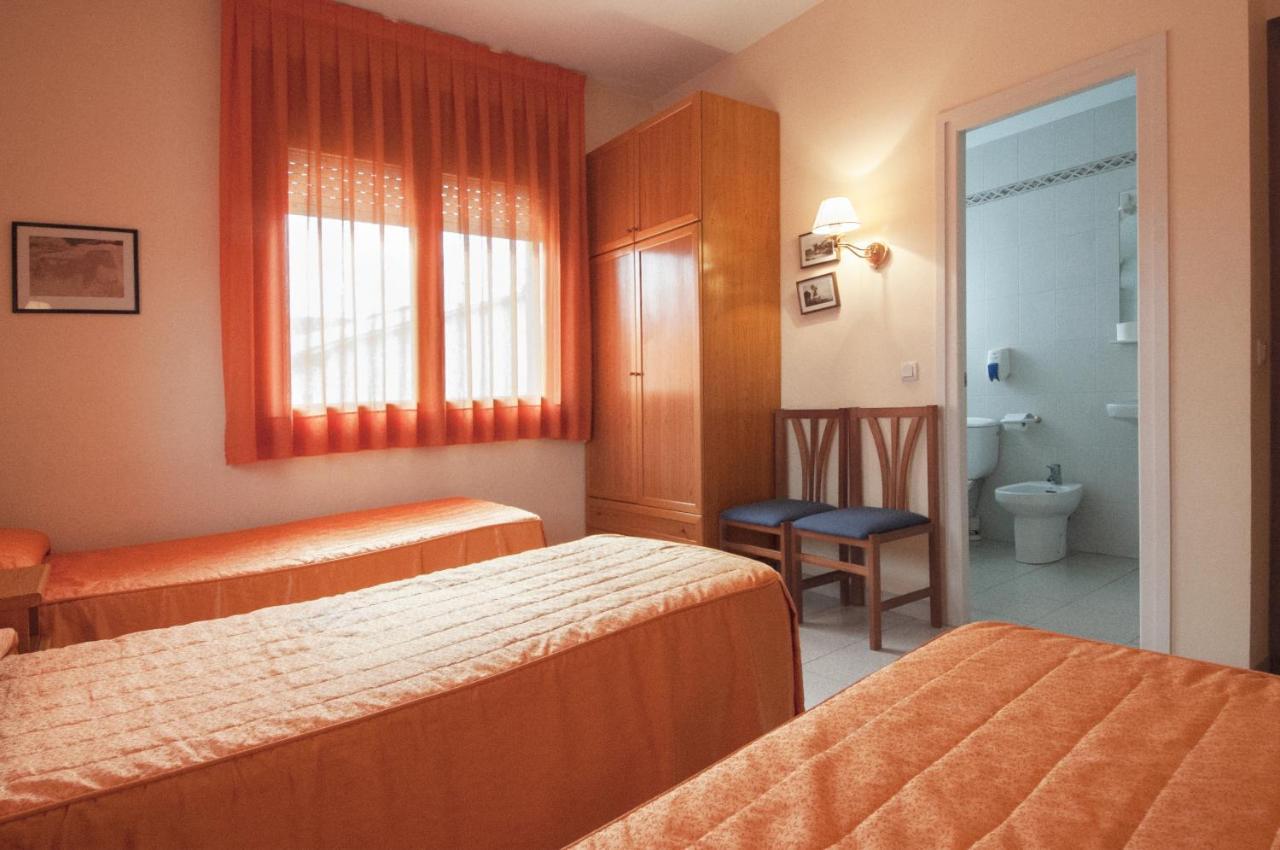 Casa de hóspedes Hostal Montserrat (Espanha Tona) - Booking.com