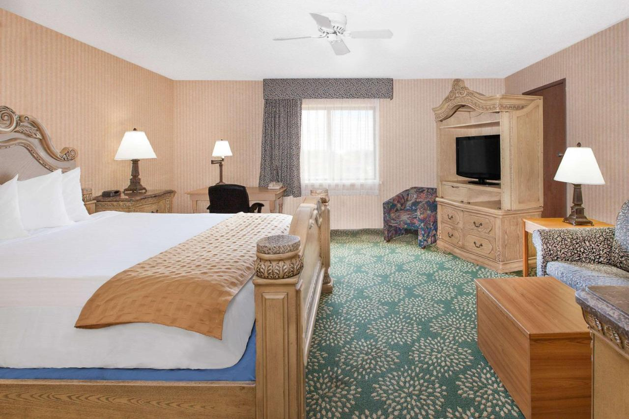 baymont inn suites flint mi booking com