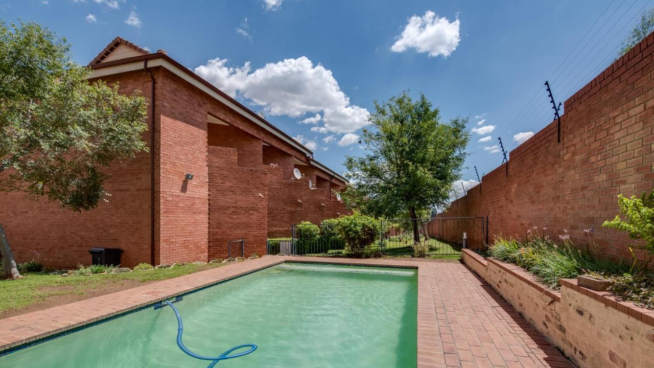 JoziStay @ Savannah Apartments, Little Falls, South Africa - Booking.com