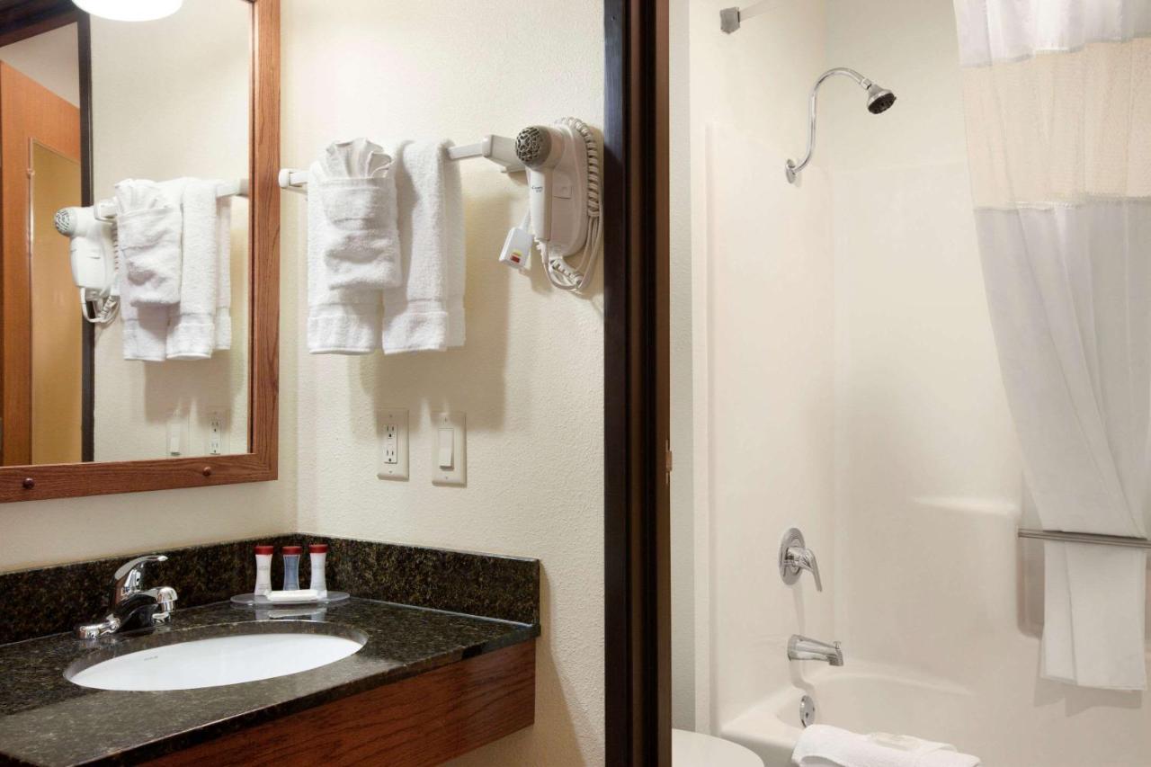 Hotel Ramada Wisconsin Dells, WI - Booking.com