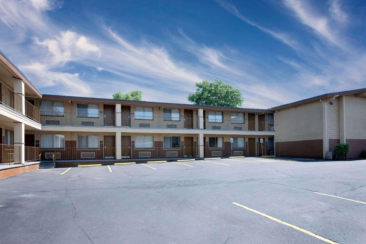 Days Inn Spokane by Wyndham, WA - Booking.com