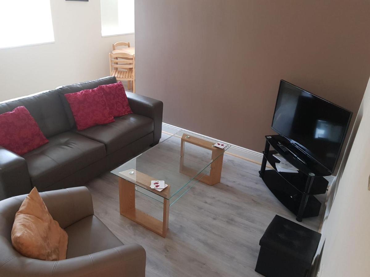69b27c3806b67 Newly Refurbished Town Centre Apartment (Apartment), Dungarvan (Ireland)  deals