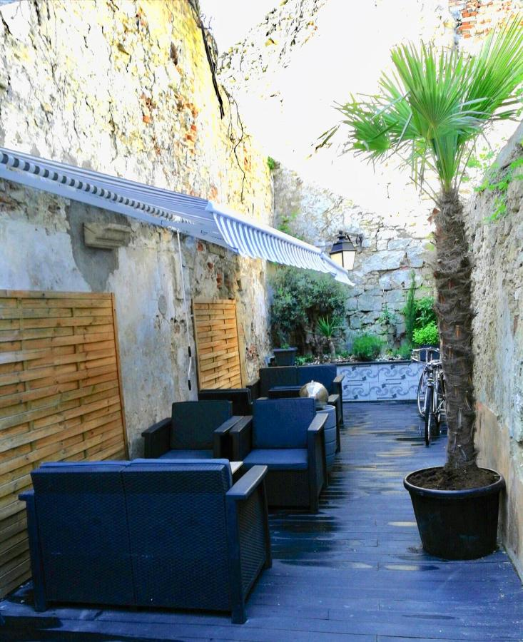 Guest Houses In Pouilly-sur-serre Picardy