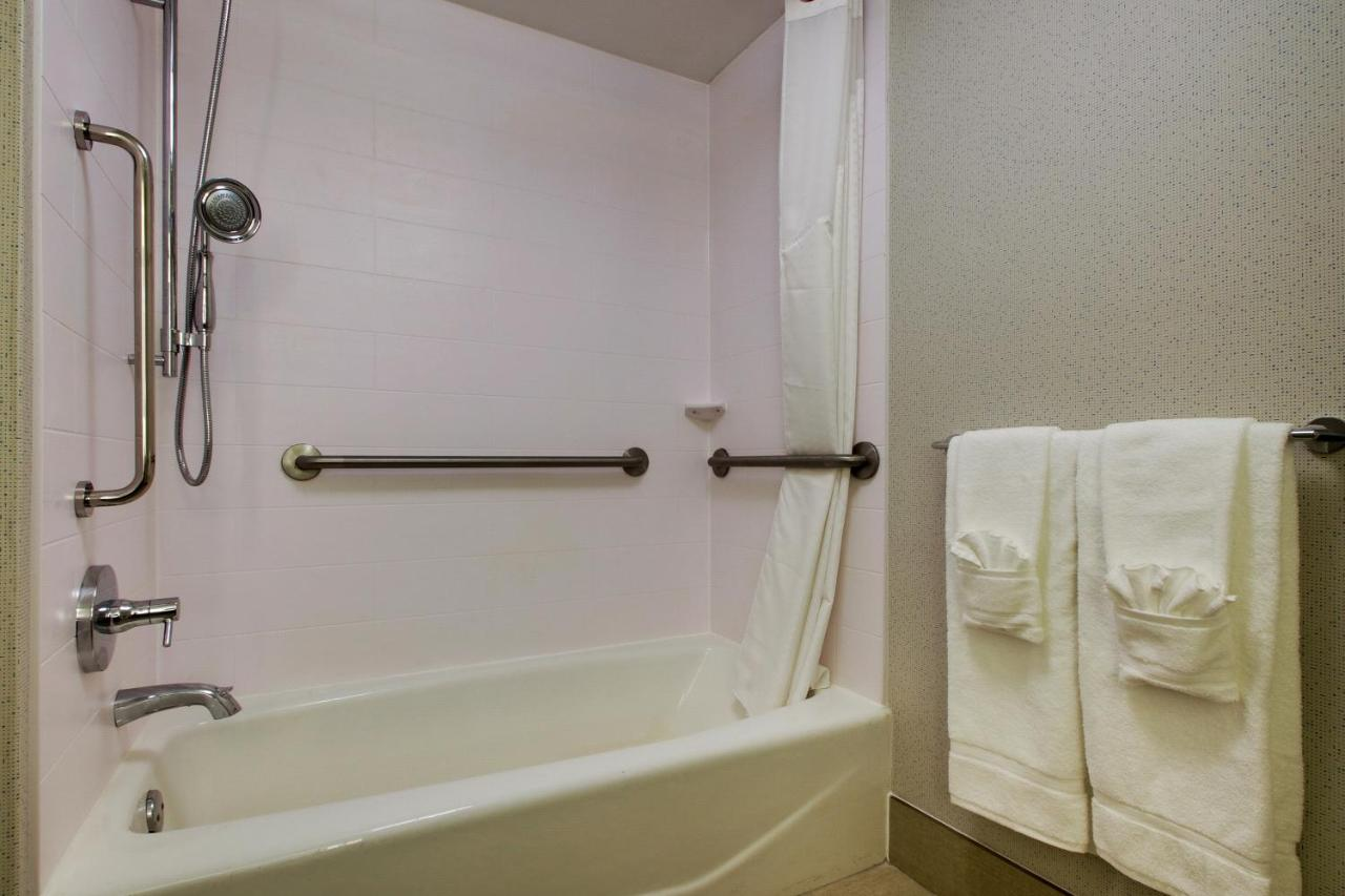 Holiday Inn Express (USA Voorhees) - Booking.com
