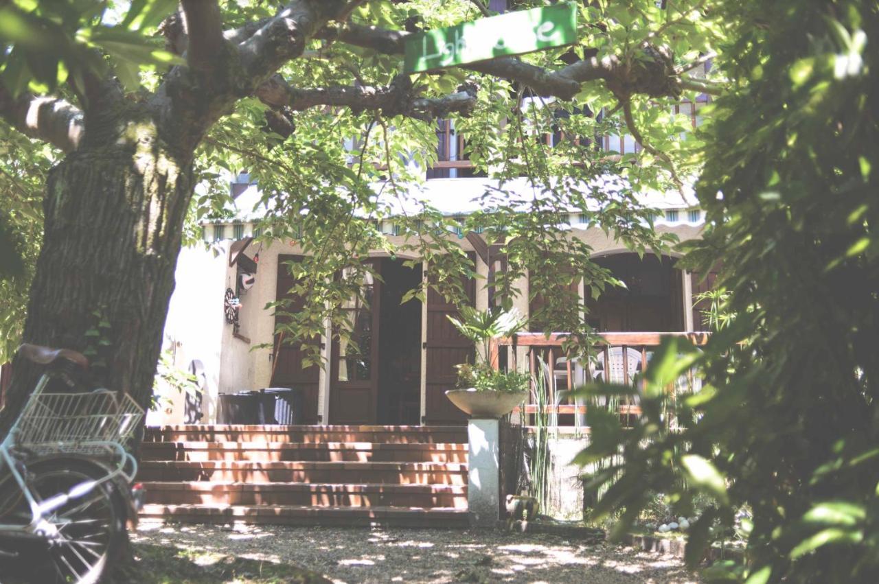 Hostels In Saint-étienne-d'orthe Aquitaine