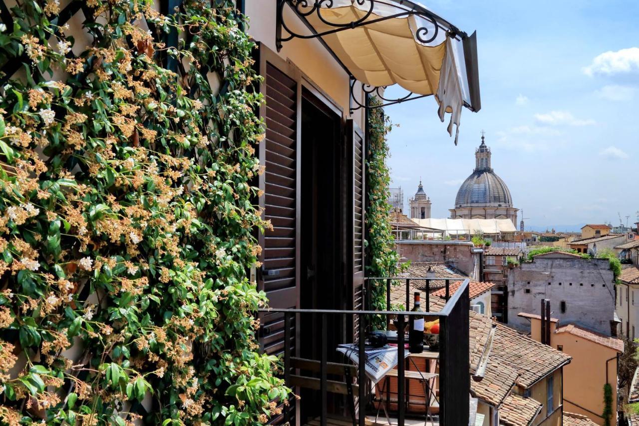 hotel i rom med balkon