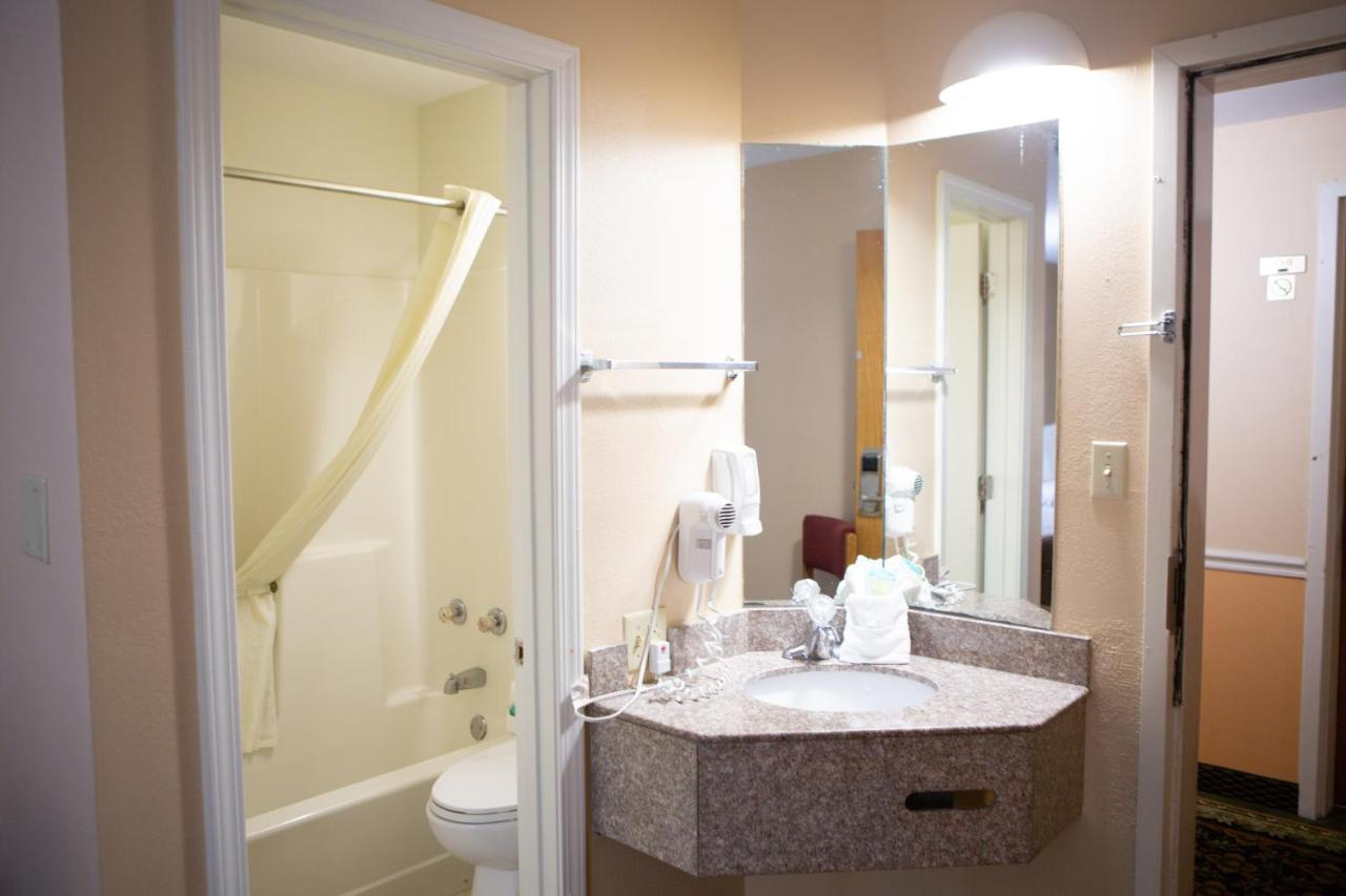 GuestHouse Inn, Pigeon Forge, TN - Booking.com