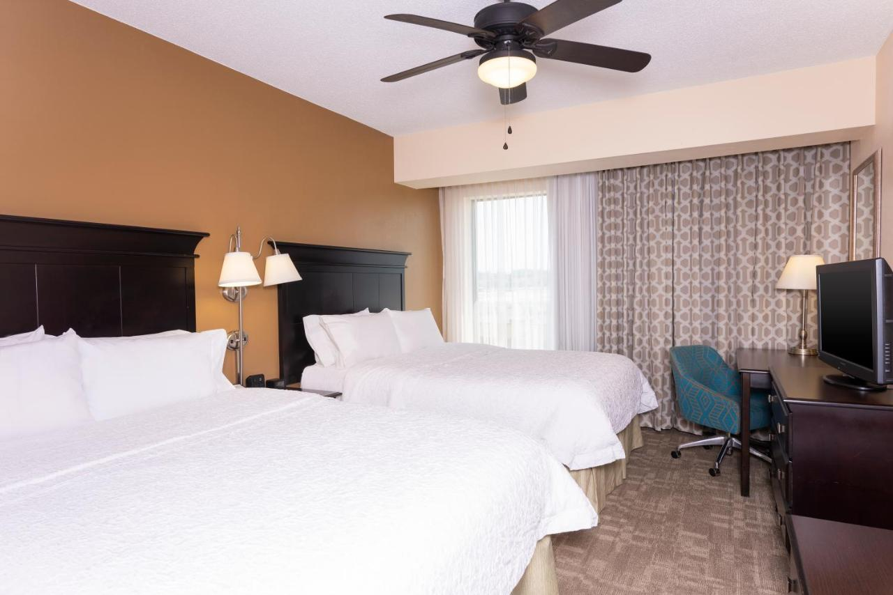 Hampton Inn & Suites Cleveland, Middleburg Heights, OH - Booking.com