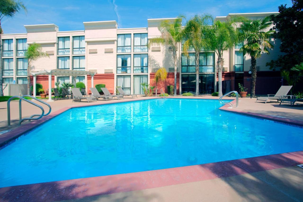 Hotels In Dinuba California