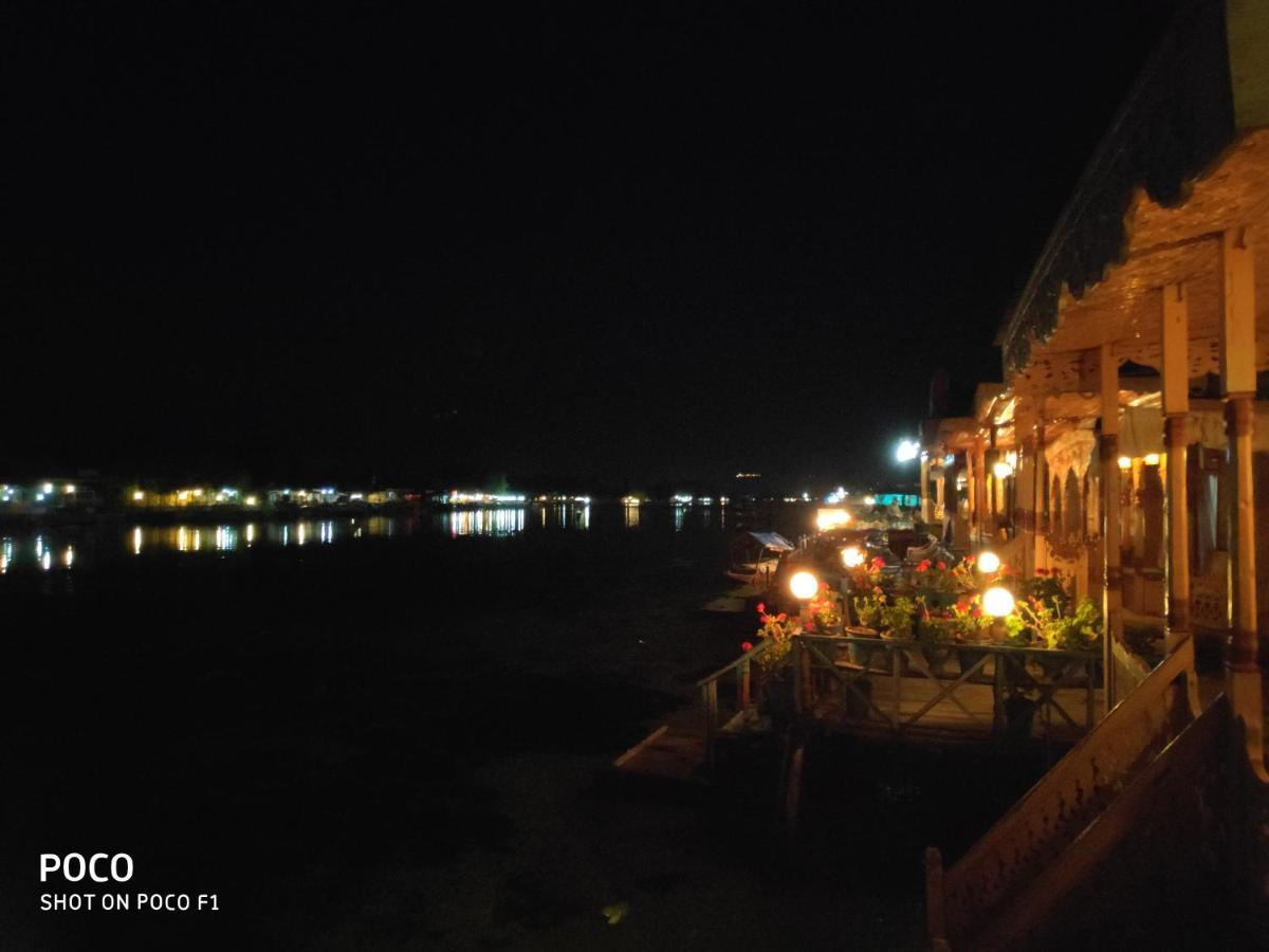 Hotel Houseboat Quebec, Srinagar, India - Booking com