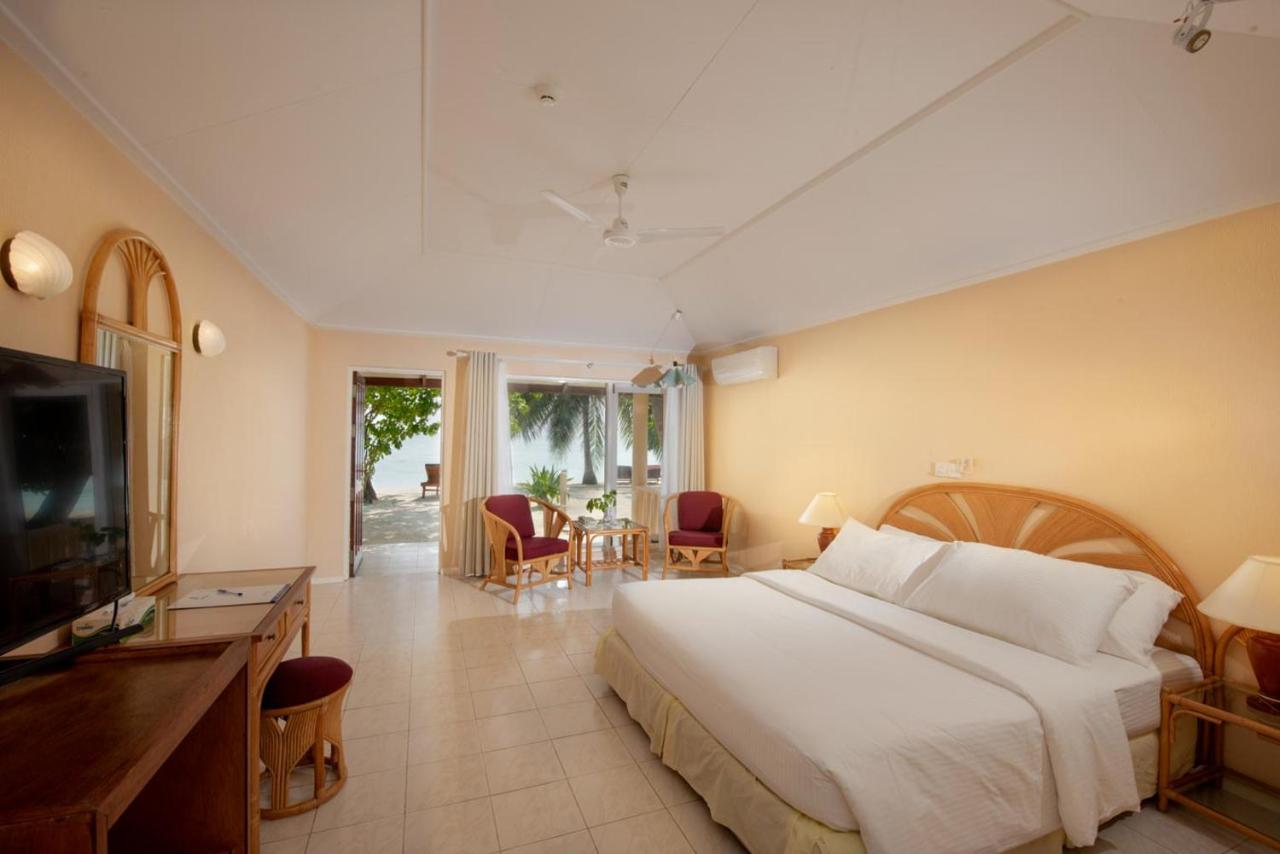Номер в отеле Holiday Island Resort 4*