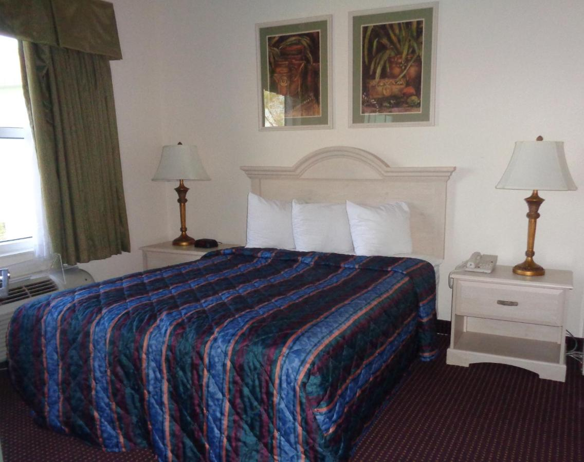 Hotel Allure Suites Of Fort Myers Fl Bookingcom