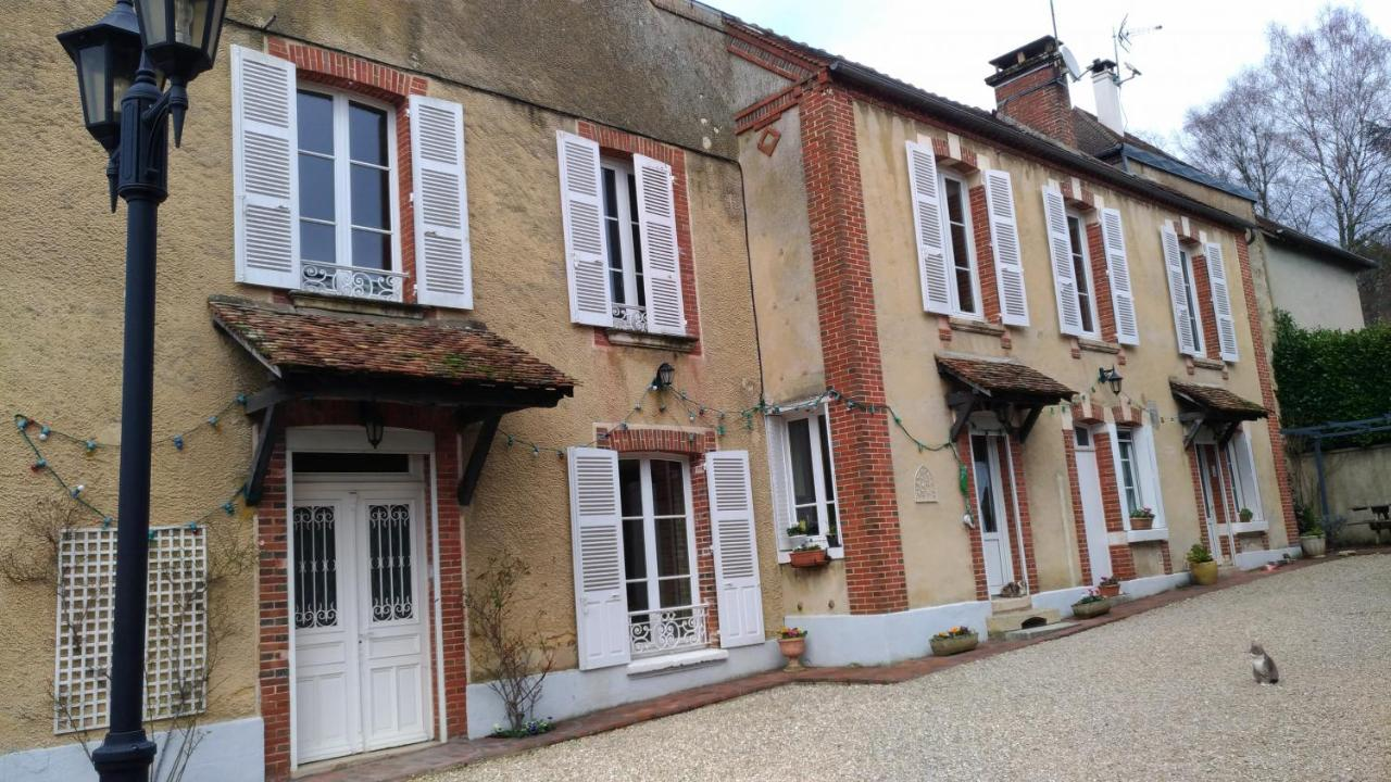 Guest Houses In Villefranche-saint-phal Burgundy