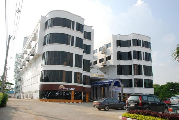 Hotels In Ban Don Tum (1) Chainat Province