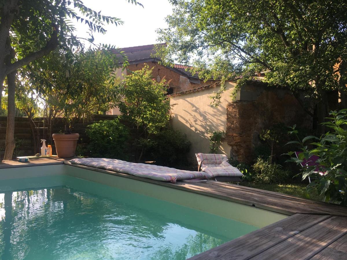Guest Houses In Saint-jean-des-vignes Rhône-alps
