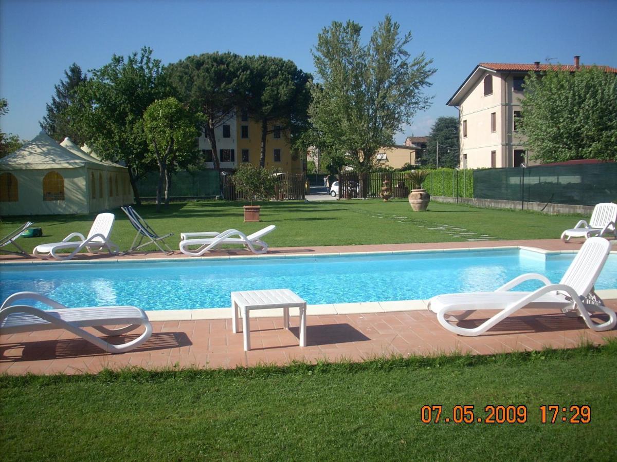 Lucca Parcheggio Costa 2 adulti per un mese a buon mercato preparatevi