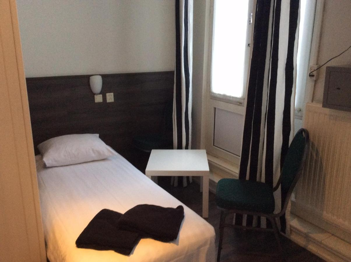 Budget Hotel Barbacan Amsterdam Netherlands Booking Com