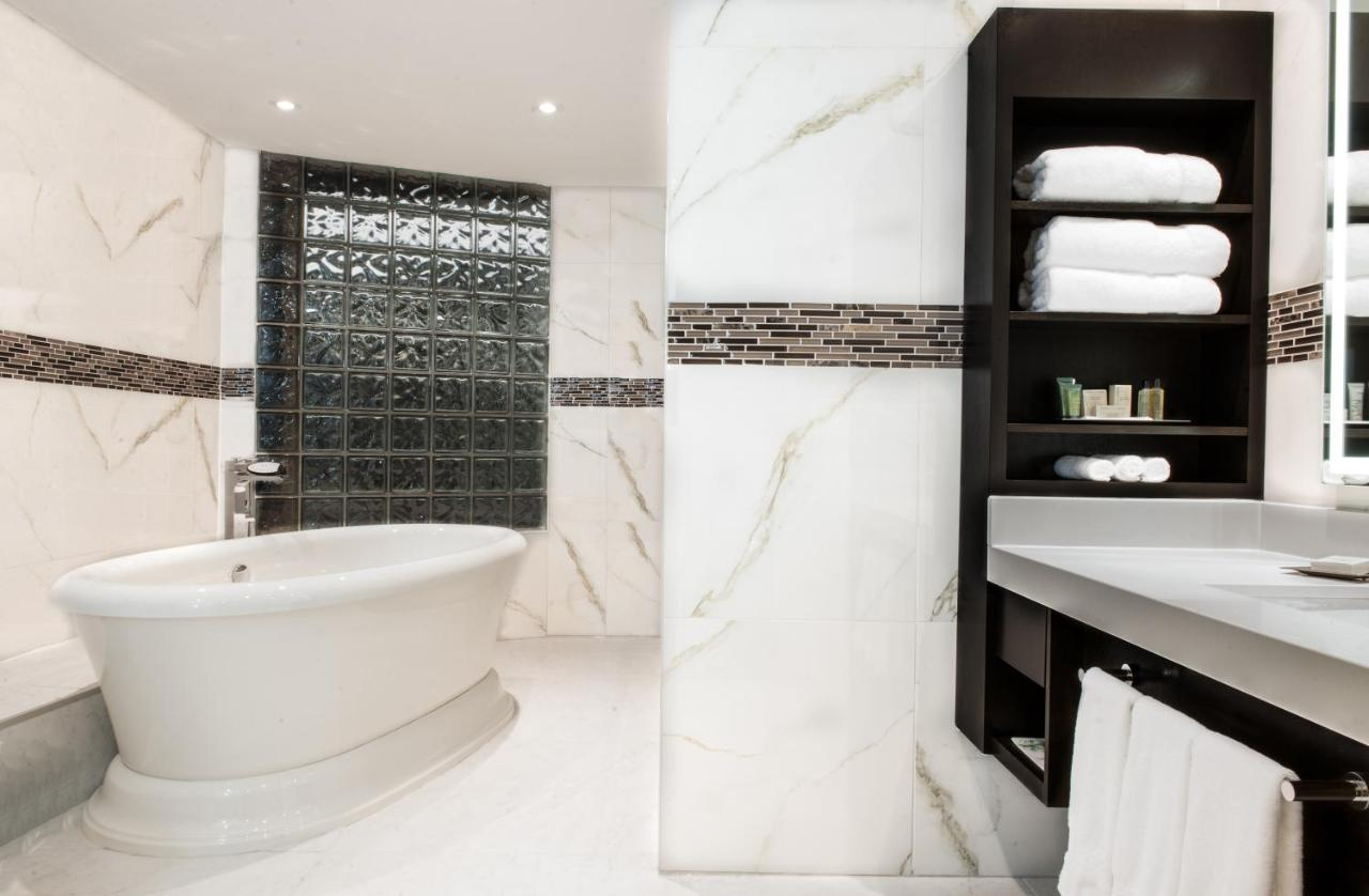 Hilton Suites Toronto-Markham Conference Centre & Spa, Markham ...