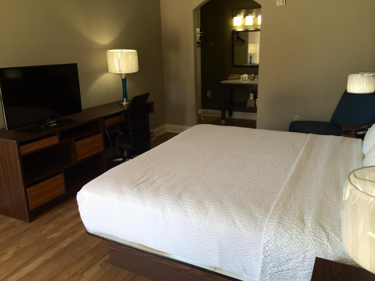 Motel Super 8 San Antonio, TX - Booking.com