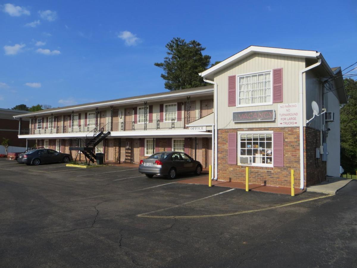 Pine Crest Motor Lodge Holly Springs GA