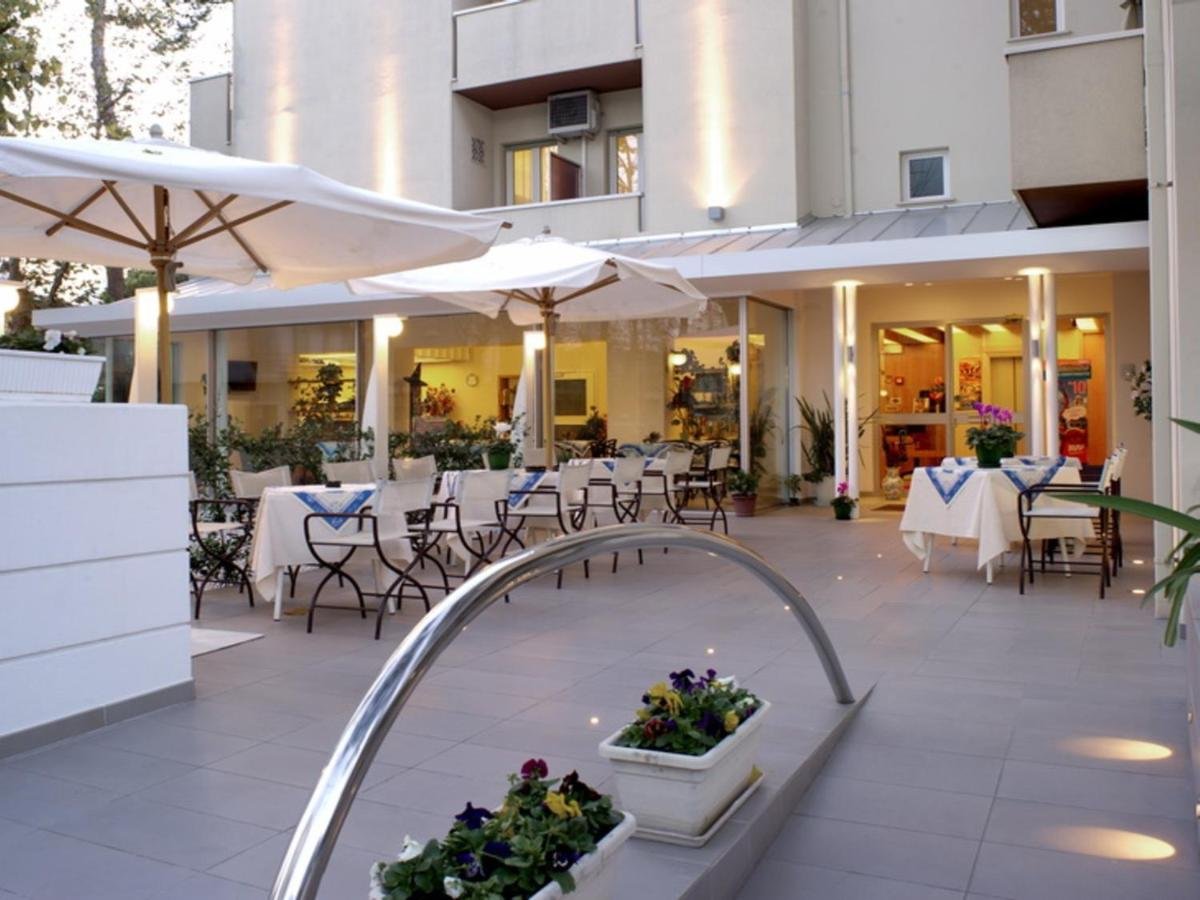 Hotel Nives (Italien Riccione) - Booking.com