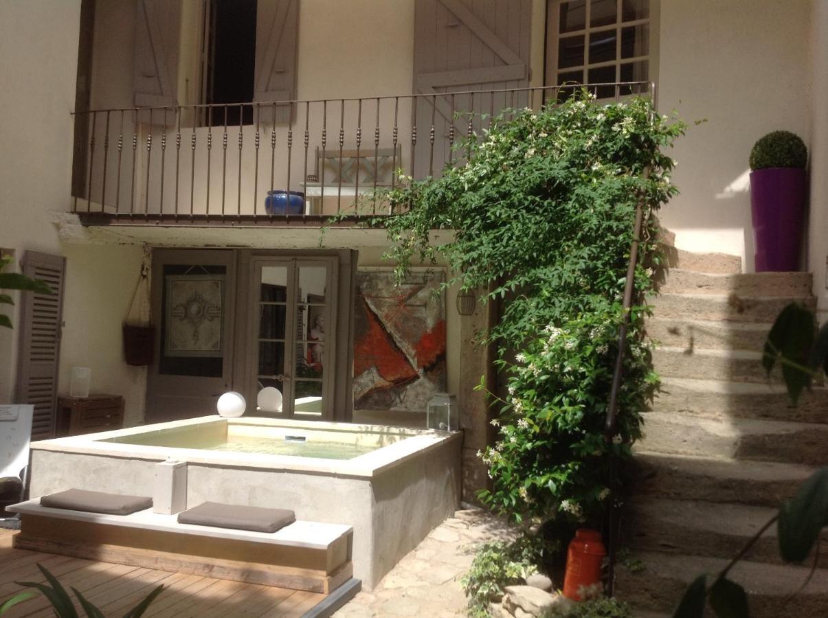 Bed and Breakfast Une Vue Sur Cour, Lagnes, France - Booking.com