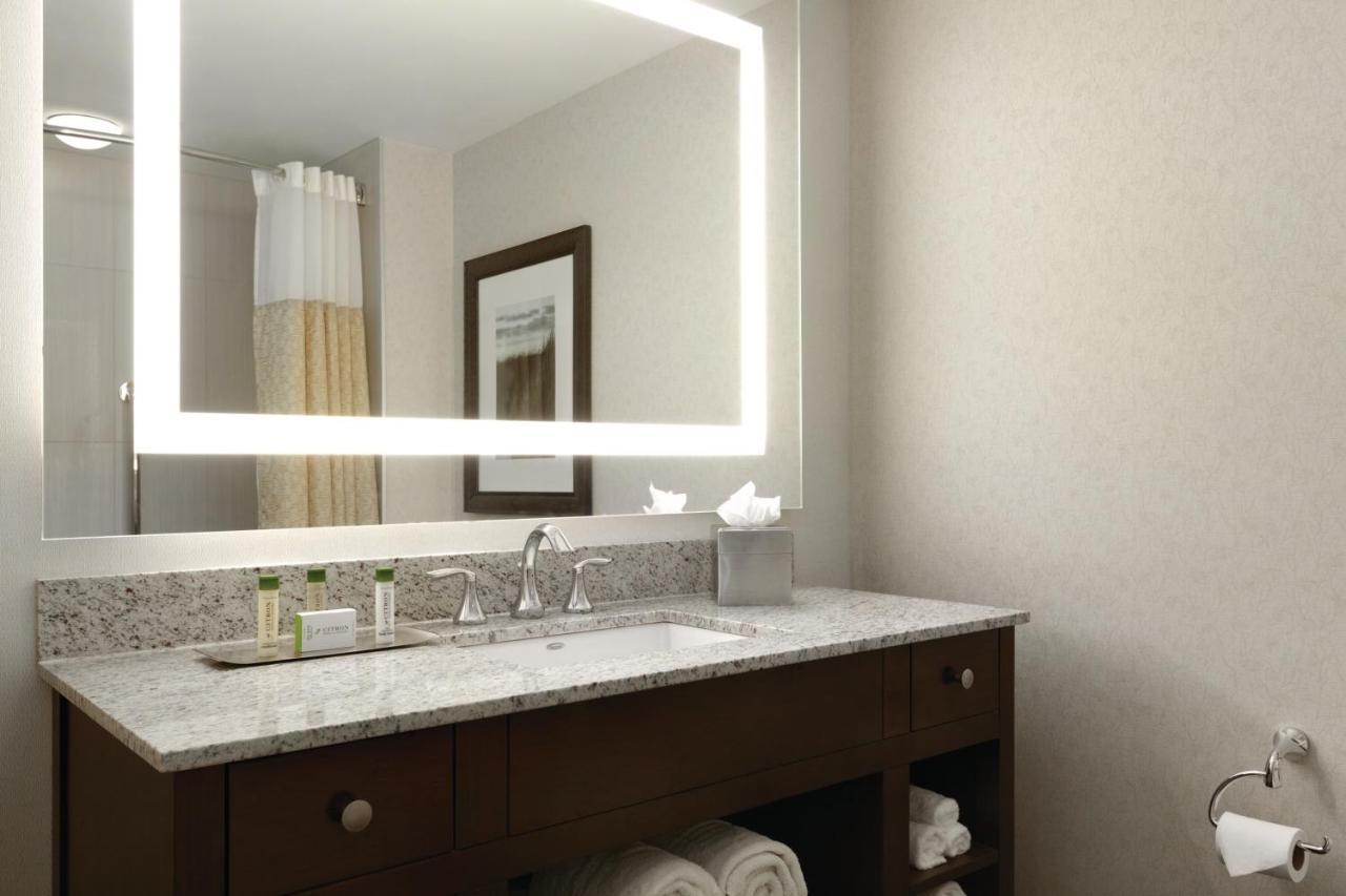 DoubleTree by Hilton Hotel Boston B (USA Boston) - Booking.com