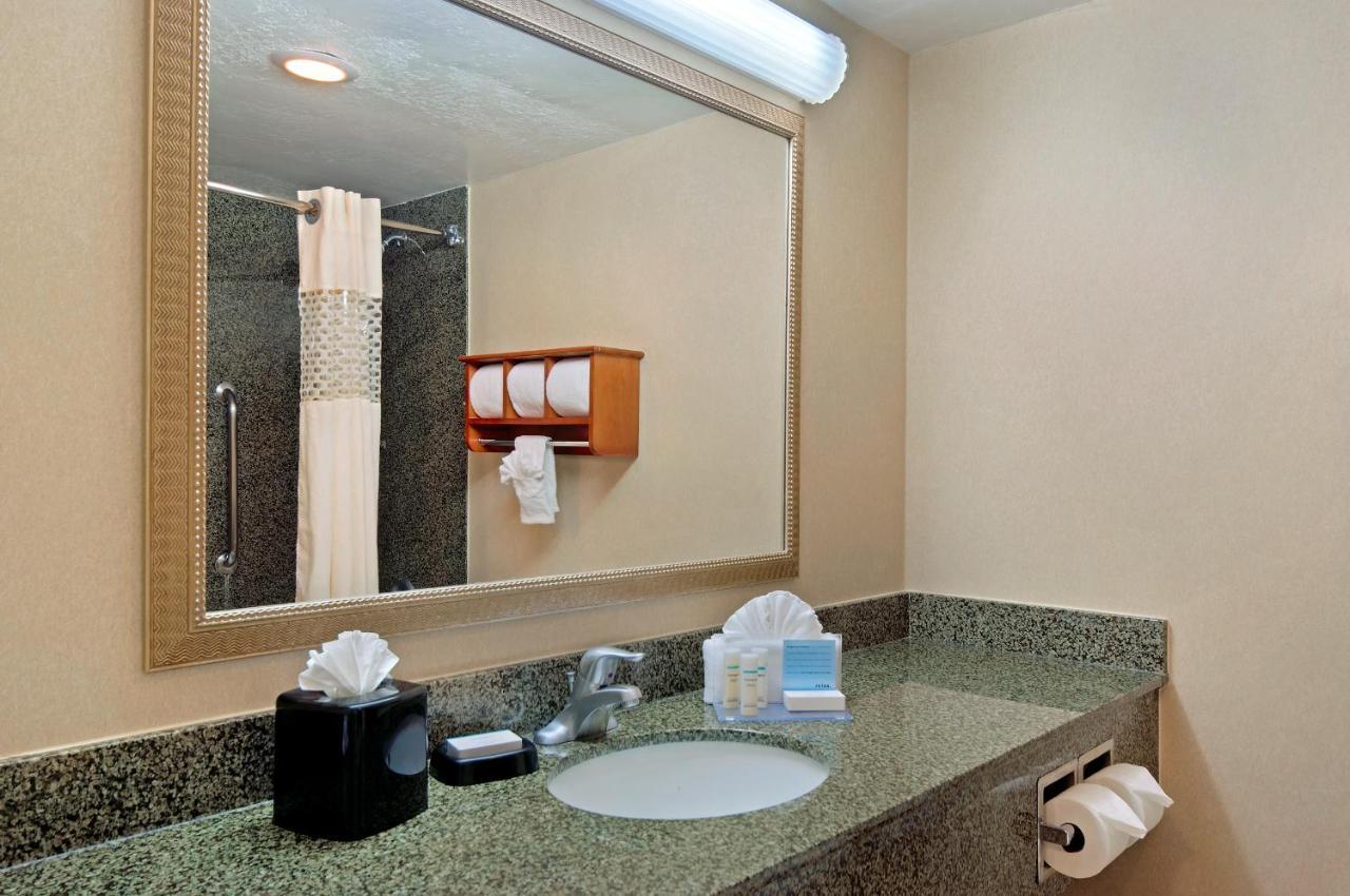 Americas Best Value Inn Hibbing Hampton Inn Lake Havasu Lake Havasu City Az Bookingcom