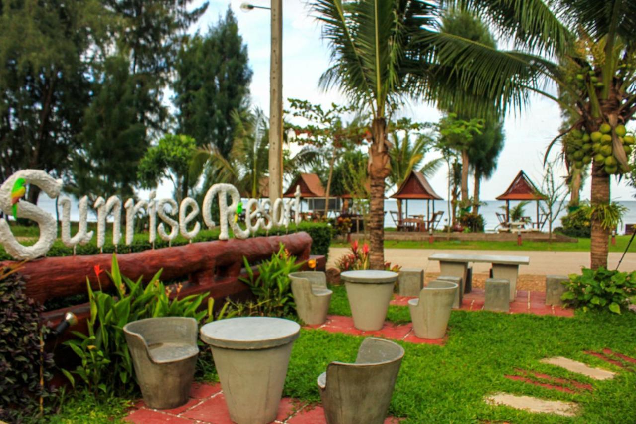 Sunrise Resort, Bang Saphan, Thailand - Booking.com